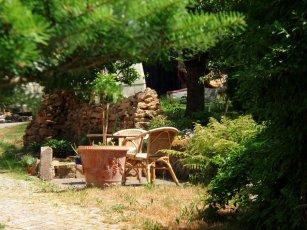 Sitzplatz vor dem Haus